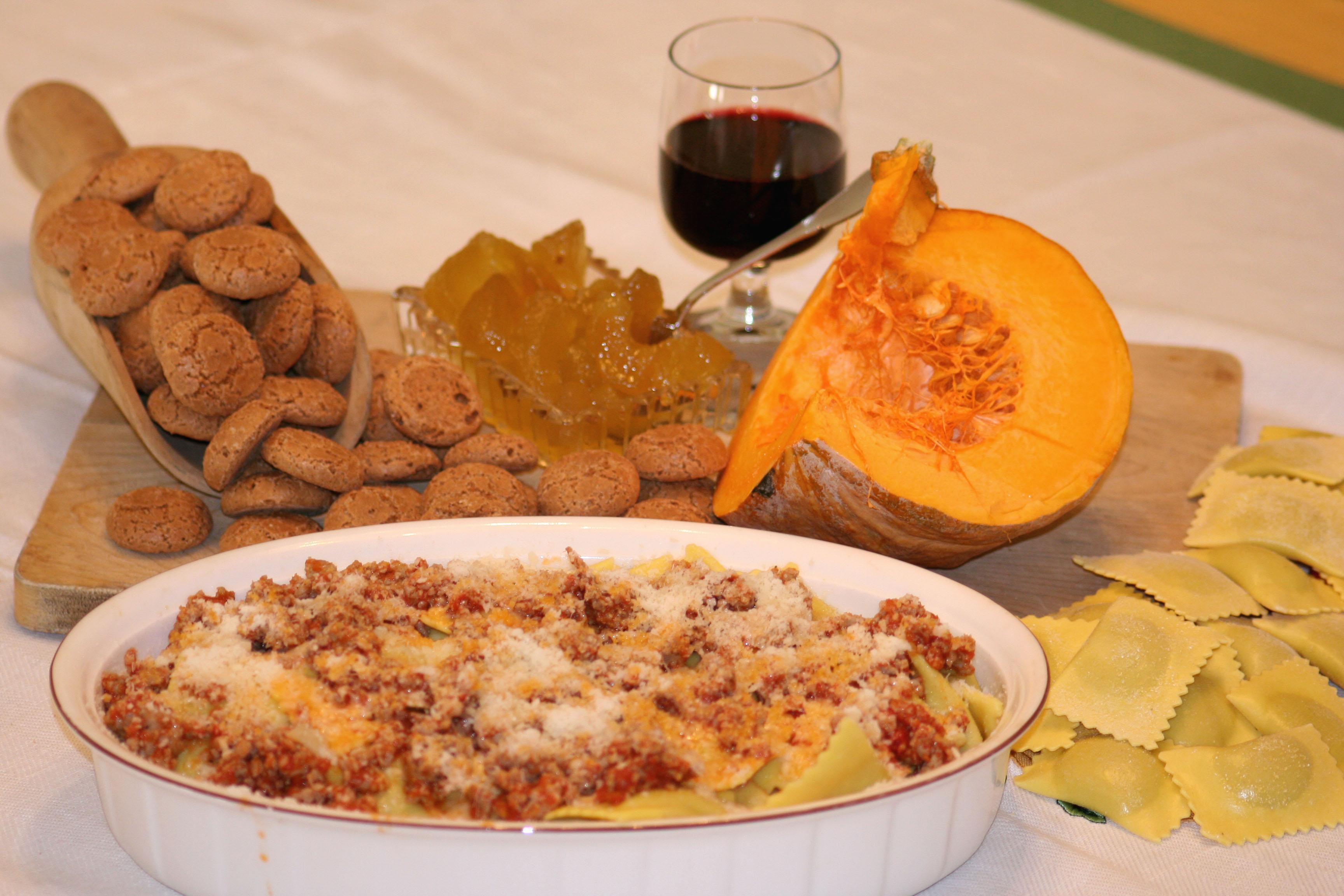 foto ingredienti Tortelli di zucca con salamella mantovana